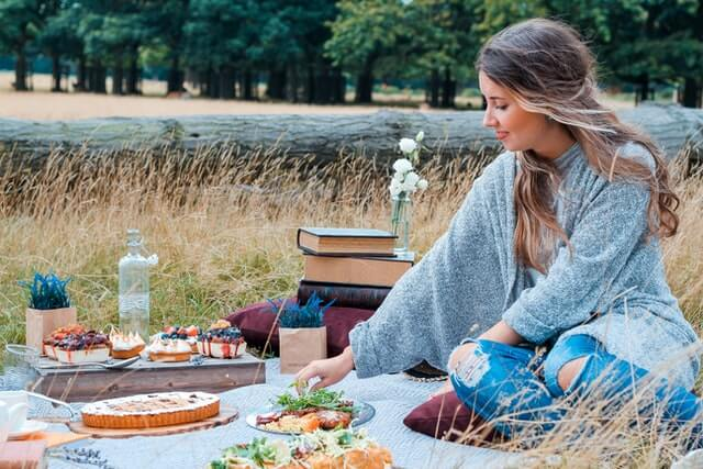 young lady having a picnic tips to keep your relationship strong