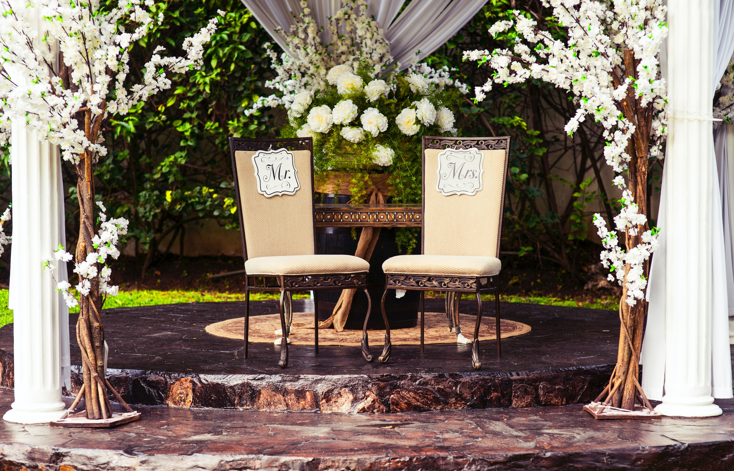 picture of mr and mrs seats at a wedding how to choose the perfect wedding date