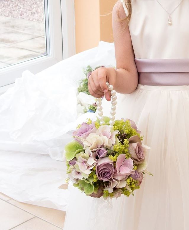 types of wedding bouquet with the celebrant angel