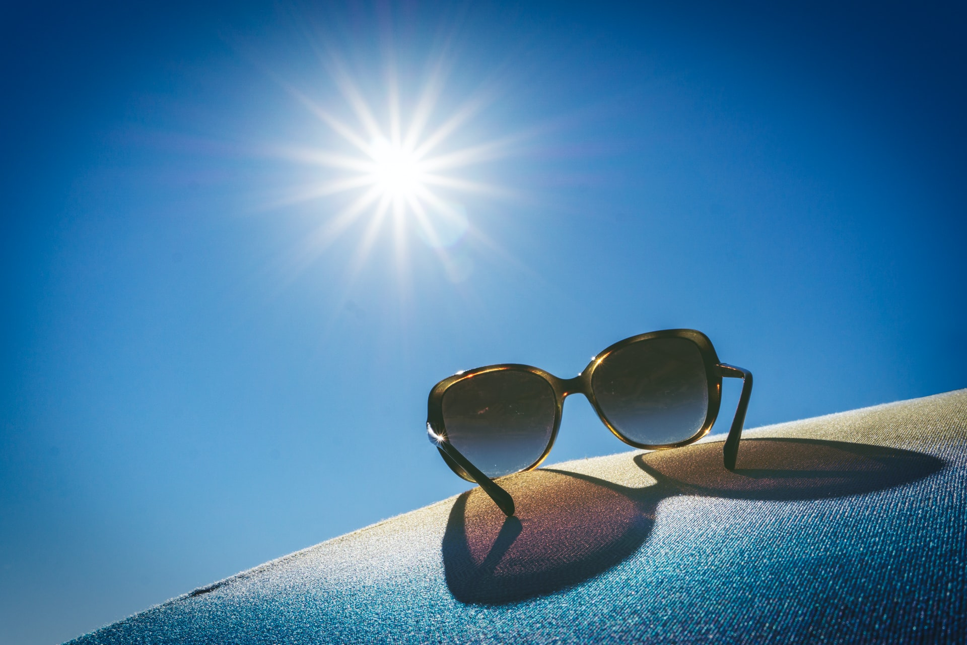 how to keep your guests cool in summer, picture of the sun and sun glasses with the celebrant angel