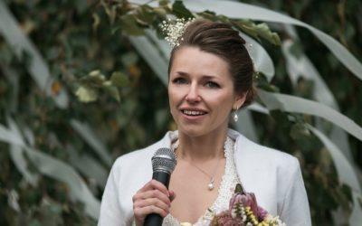 Should A Bride Do A Wedding Speech?