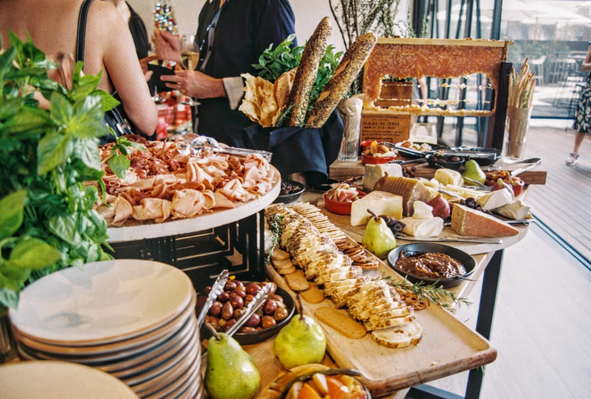 choosing your wedding menu with the celebrant angel